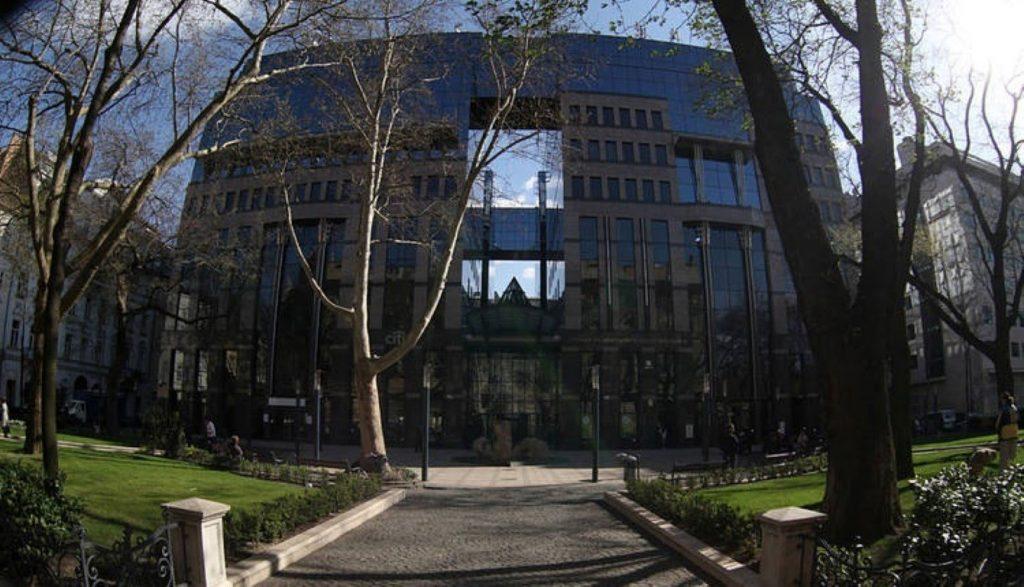 Bank-Center_BankCenteriroda0b5014_iroda_irodahaz (Medium)
